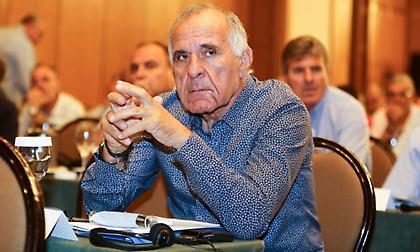 Κωνσταντίνου στον ΣΠΟΡ FM: «Δεν ήθελα να μειώσω τον Κότσαρη»