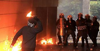 Ολυμπιακός – Παναθηναϊκός: Επίθεση με μολότοφ σε περιπολικό