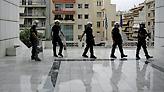 Επίθεση αντιεξουσιαστών σε αστυνομικούς μέσα σε αίθουσα δικαστηρίου - Τρεις τραυματίες