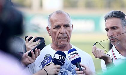 """Κωνσταντίνου: «Πολύ μακριά από τα """"πιστεύω"""" μου να ασκήσω κριτική σε ποδοσφαιριστή του Παναθηναϊκού»"""