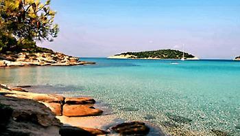 Μπάνιο και τον Νοέμβρη: Το ελληνικό νησί που έχει όλο το χρόνο ζεστά νερά και καθόλου κύμα (Pics)