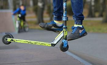 Βρετανία: 15χρονος πήρε... κλήση επειδή έτρεχε με πατίνι - 6 βαθμοί ποινής, όταν βγάλει δίπλωμα