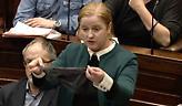 Βουλευτής ύψωσε γυναικείο εσώρουχο μέσα στο Κοινοβούλιο