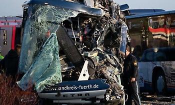 Τροχαίο ατύχημα με σχολικά στη Γερμανία -Τουλάχιστον 40 τραυματίες