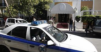 Κυκλοφοριακό χάος στην Πανεπιστημίου από τηλεφώνημα για βόμβα