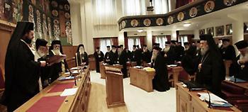 Παραμένουν στο δημόσιο οι ιερείς