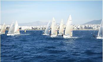 Ο πιο δυνατός αγώνας ΦΙΝΝ της χρονιάς ξεκίνησε στην Αθήνα με συμμετοχή των κορυφαίων