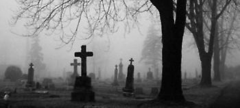 Ηράκλειο: Παρακολουθούσε την πρώην του, μεσάνυχτα, μέσα στο νεκροταφείο