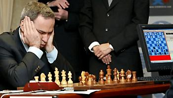 «Με εξαπάτησαν»: Το ιστορικό λάθος του Κασπάροφ όταν ο αντίπαλος δεν έφαγε το «δηλητηριασμένο» πιόνι