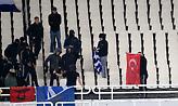 Έκαψαν σημαία της Τουρκίας στο ΟΑΚΑ (pics)
