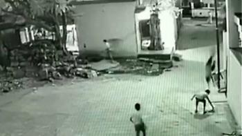 Βίντεο: «Άγιο» είχε Ινδός που έπεσε από τον τρίτο όροφο