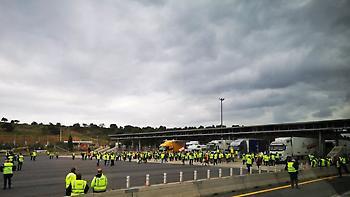 Γαλλία: Τα «κίτρινα γιλέκα» συνεχίζουν τις κινητοποιήσεις τους