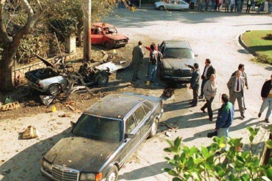«Σούταρε πέναλτι στο δοκάρι ο Σαραβάκος»: Το καλαμπούρι του Βαρδή μετά την επίθεση της 17Ν