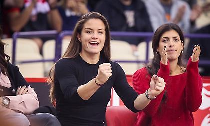Πανηγύρισε έξαλλα τη νίκη του Ολυμπιακού επί της Ρεάλ η Σάκκαρη! (pics)