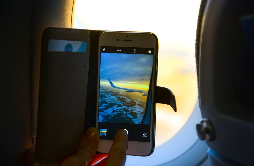 Αεροπλάνο κινητά: Ποιος είναι ο πραγματικός λόγος που μας λένε να τα κλείνουμε