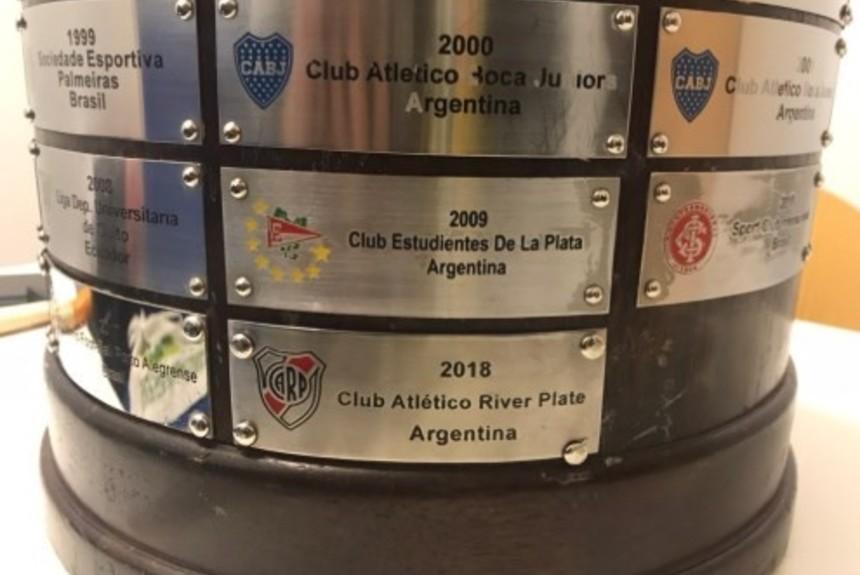 Γκάφα της CONMEBOL πάνω στο τρόπαιο του Λιμπερταδόρες (pic)