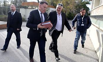 Παρέδωσε τα δελτία των παικτών της ΑΕΛ ο Κούγιας!