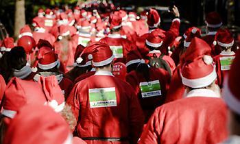 Αγιοβασίληδες κατέκλυσαν το Μαρούσι για το 5ο επετειακό Santa Run!