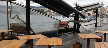 Κρήτη: Ανοιξε τρύπα στο Κουμ Καπί και «κατάπιε» καφετέρια (pics)