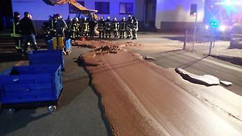 Γερμανία: Ένα... ποτάμι σοκολάτας πλημμύρισε δρόμο στην πόλη Βερλ