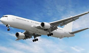 Αεροσυνοδός δείχνει τα μέτρα ασφαλείας με… pole dancing (video)