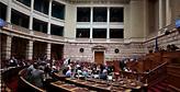 Αρένα με «τσόκαρα» και «παλιάτσους» η Βουλή