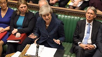 Βρετανία: Η Μέι κέρδισε την ψήφο εμπιστοσύνης με 200 ψήφους υπέρ και 117 κατά