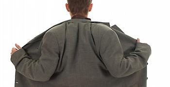 Σπάρτη: Αλλοδαπός επιδειξίας εισέβαλε γυμνός σε ζαχαροπλαστείο (video)