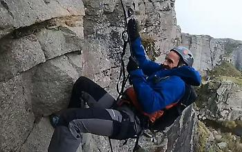 Ο Σάουθγκεϊτ κάνει αναρρίχηση και δοκιμάζεται σε προκλήσεις στη φύση! (video)