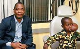 Σπουδαία κίνηση Μουτόμπο: Χρηματοδοτεί επέμβαση σε παιδί με όγκο στο πρόσωπο