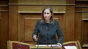 Η Ξενογιαννακοπούλου υπόσχεται 8.000 προσλήψεις στο Δημόσιο μέσα στο 2019
