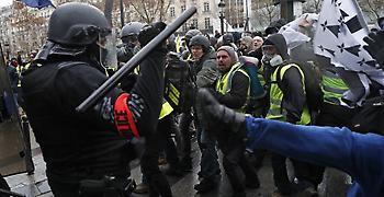 Γαλλία: Δεν υποχωρούν τα «κίτρινα γιλέκα»-Βγαίνουν σήμερα στο δρόμο