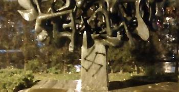 Άγνωστοι βεβήλωσαν ξανά το μνημείο του Ολοκαυτώματος στην Θεσσαλονίκη