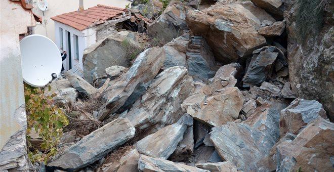 Νέες κατολισθήσεις βράχων από τις έντονες βροχοπτώσεις στο Πλωμάρι
