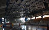 Ντροπιαστικές σκηνές στο Κλειστό Γυμναστήριο Πύργου: Έγινε... κολυμβητήριο λόγω καταιγίδας (video)