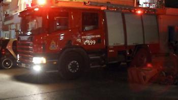Πυρκαγιά σε αυλή κατοικίας στην Αλεξανδρούπολη: Καταστράφηκαν ολοσχερώς δύο ΙΧ και μία μοτοσυκλέτα