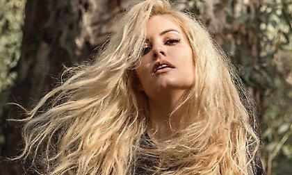 Μαρία Κορινθίου: Η πρώτη γυμνή φωτογράφιση ως ξανθιά! (pic)