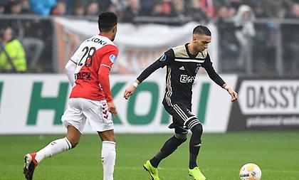 Συνεχίζει το κυνηγητό στην PSV ο Άγιαξ