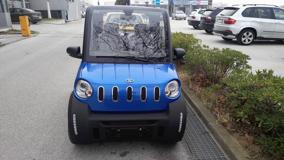 Ελληνικό ηλεκτρικό αυτοκίνητο: «Καίει» μόλις 1 ευρώ ανά 100 χλμ και παρκάρει σε θέση κάδου