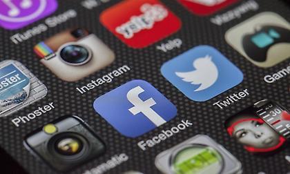 Λογαριασμός social media: Από τι κινδυνεύετε αν δεν τον κλείσετε πριν πέσετε για ύπνο