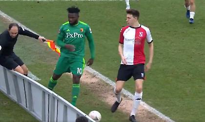 Παίκτης ανέτρεψε διαιτητή στο Κύπελλο Αγγλίας (video)