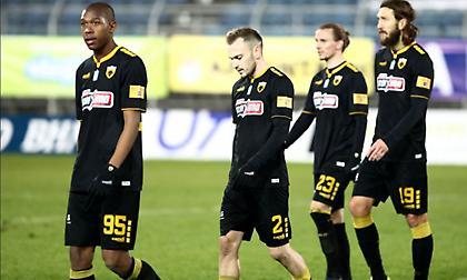 Η απάθεια παικτών και προπονητή βυθίζει την ΑΕΚ