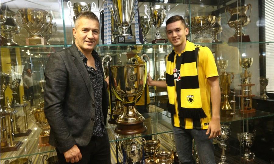 Σαμπανάτζοβιτς: «Συγκινημένος που ο γιος μου θα παίξει στην ΑΕΚ - Λένε ότι θα γίνει καλύτερος»