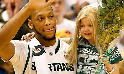 Άντριαν Πέιν: H μικρή Λέισι, o θάνατος της μητέρας του και το… μπάσκετ!