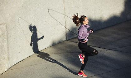 Σχοινάκι: Γιατί είναι η καλύτερη γυμναστική για όλο το σώμα