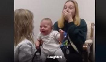 Συγκλονιστικό βίντεο: Μωράκι ακούει για πρώτη φορά και χοροπηδάει από τη χαρά του