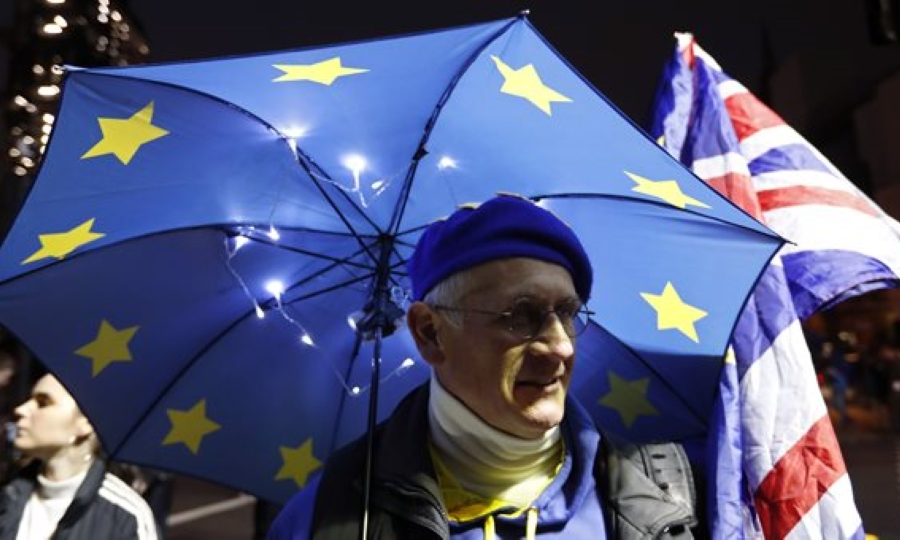 Συντριβή για την Μέι στην ψήφο για το Brexit