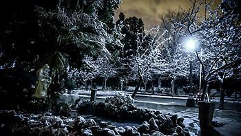 Καιρός: Χιονίζει στα βόρεια προάστια - Τσουχτερό το κρύο