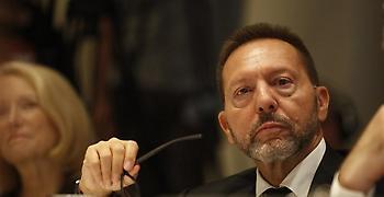 Στουρνάρας: Να προχωρήσουν τα σχέδια για τη μείωση των κόκκινων δανείων