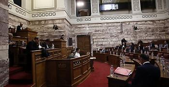 «Σφάχτηκαν» με τα λόγια Οικονόμου - Μανιός στη Βουλή